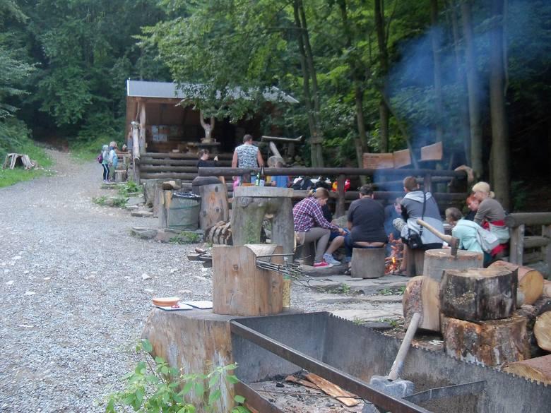 Wandale zniszczyli leśny bar w Jesenikach. To jedyne takie miejsce w Europie