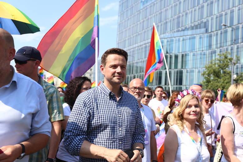 Parada Równości 2019 Warszawa [ZDJĘCIA] Kolorowy marsz przeszedł 8.06 ulicami stolicy. Wziął w nim udział Rafał Trzaskowski [WIDEO]