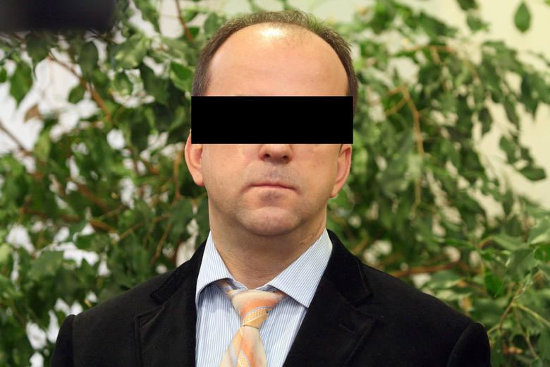 """Proces byłego księdza i redaktora """"Faktów i Mitów"""" Romana K. w Łodzi będzie za zamkniętymi drzwiami"""