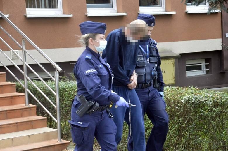 Mężczyzna wyprowadzany z Prokuratury Rejonowej w Głogowie