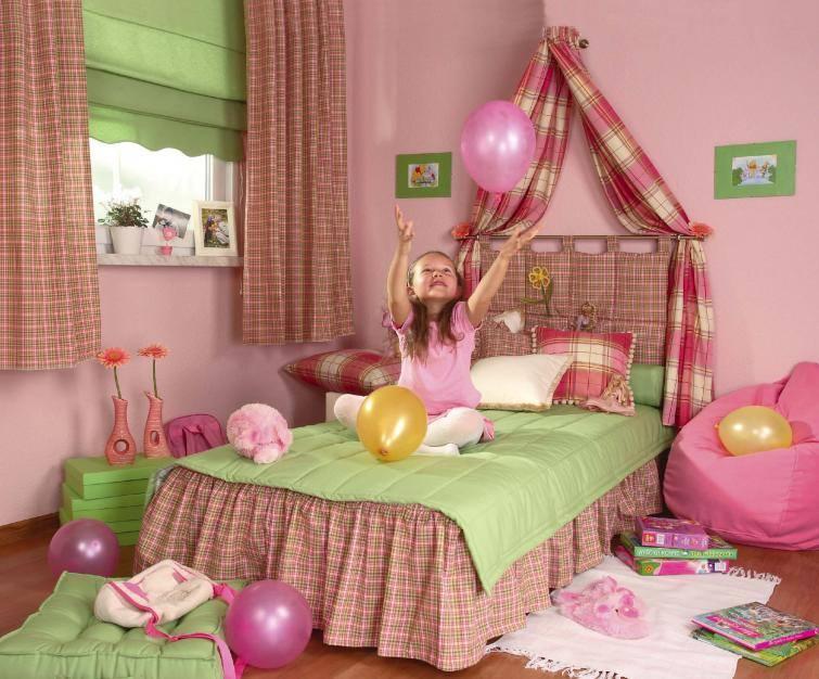 Różowe ściany to marzenie niejednej małej dziewczynki. Dobierając farbę do pokoju dziecka, oprócz koloru, warto też zwrócić szczególną uwagę na właściwości