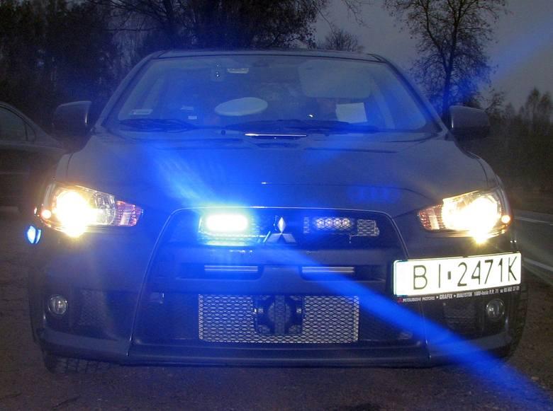 Mitsubishi Lancer Evo X - nieoznakowany radiowóz policji