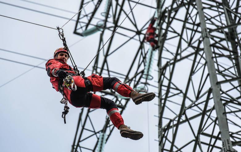78,5 metra wysokości ma słup energetyczny, na którym bydgoscy strażacy ćwiczyli w poniedziałek (25 czerwca) akcje ratownicze.Pod Bydgoszczą budowana