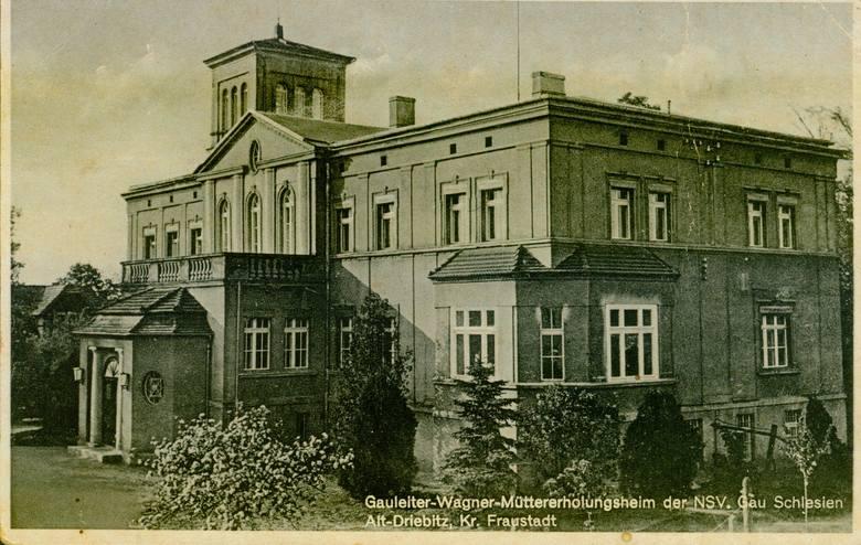 Stare DrzewceRezydencja była własnością rodziny Drzewieckich, później Zakrzewskich. Przed wojną funkcjonowało tutaj sanatorium dla kobiet ciężarnych.