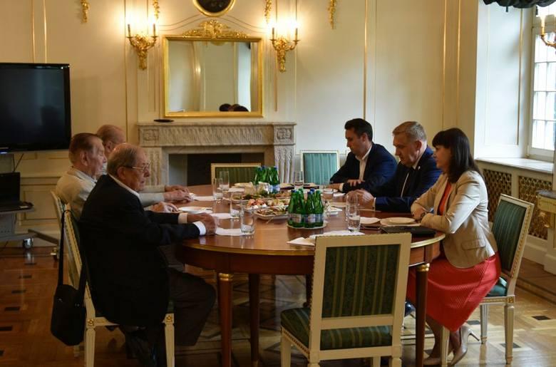 Prezydent Białegostoku walczy z ONR. Teraz o koszulki z herbem