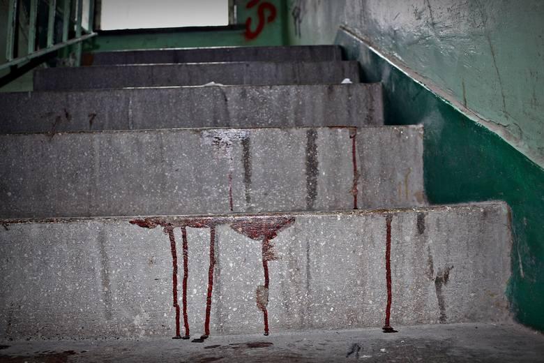 <strong>Prezydenta Łomży porzucili nad Narwią</strong><br /> <br /> Chcieli wydusić kod PIN do karty bankomatowej. Kopali go, polewali po twarzy gorącą wodą, torturowali. Tak wyglądały ostatnie godziny życia Krzysztofa Choińskiego, byłego zastępcy prezydenta Łomży. Był październik 2001 r. Mężczyzna...
