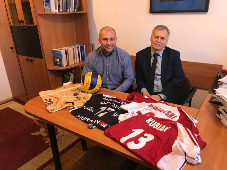 Barłomiej Bonk i prof. Pokusa zachęcają do pomocy fundacji.
