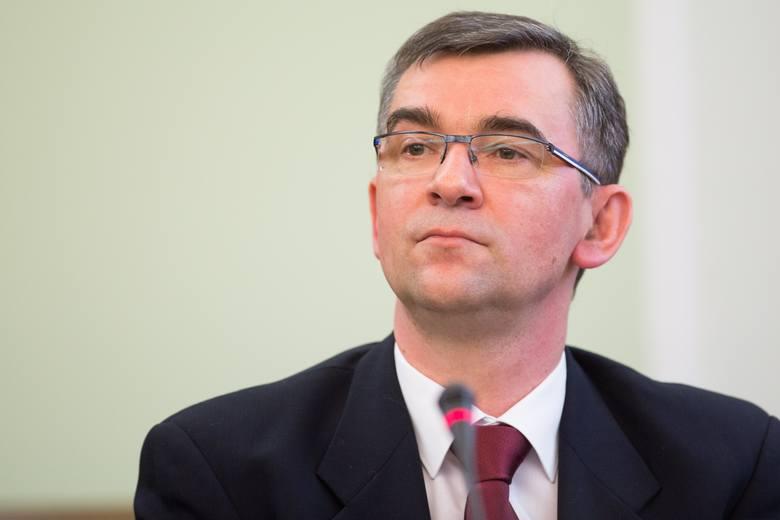 Andrzej Przyłębski jest filozofem i kulturoznawcą, w latach 1996-2001 był radcą w ambasadzie w Niemczech