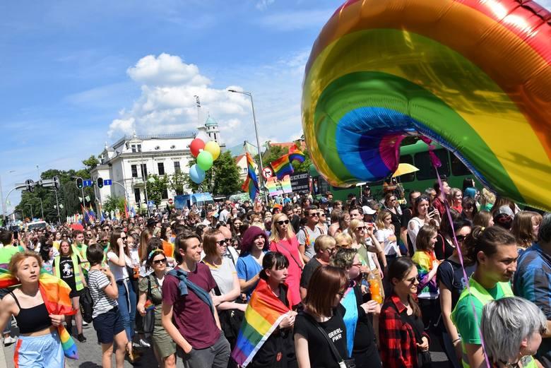 Tak było podczas zeszłorocznego Marszu Równości w Zielonej Górze, który przeszedł ulicami miasta 1 czerwca.
