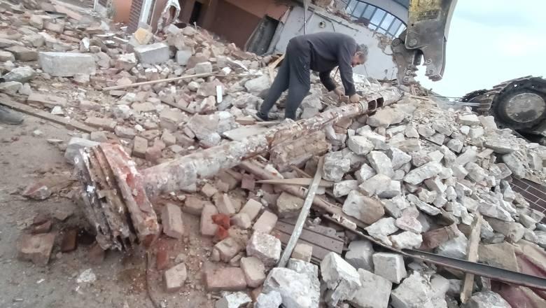 Ogromna lufa, prawdopodobnie od haubicoarmaty, popularnego działa czasów II wojny światowej została odnaleziona w poniedziałek 17 maja podczas rozbiórki