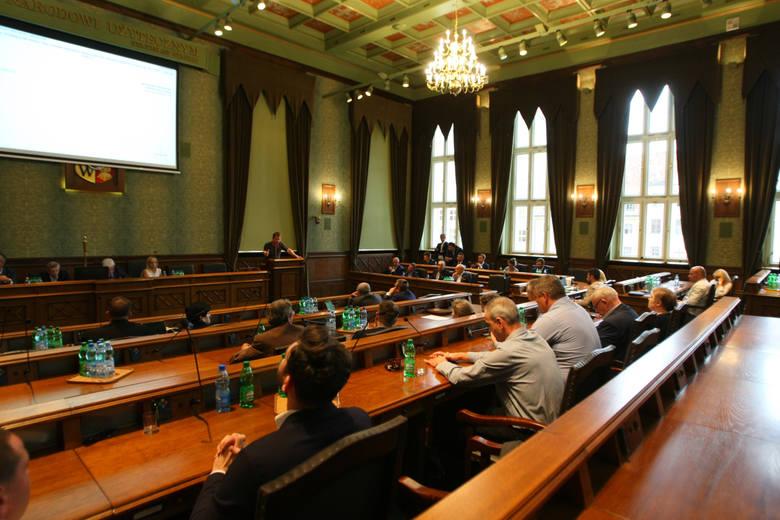 Który z komitetów może liczyć na największe poparcie wrocławian podczas jesiennych wyborów do Rady Miejskiej Wrocławia? Przedstawiamy wyniki z sondażu