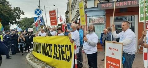 Polsko-niemiecki marsz równości idzie ulicami Słubic i Frankfurtu. Co tam się dzieje?  RELACJA LIVE