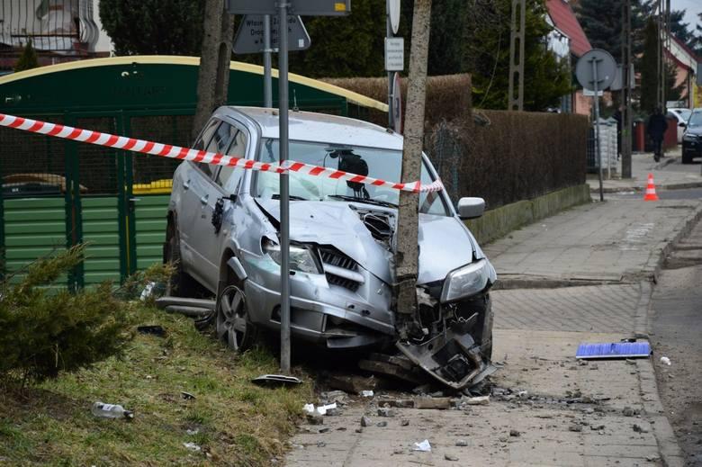 Do zdarzenia doszło przed godziną 9 w Koszalinie. Na skrzyżowaniu ulicy Franciszkańskiej i Jantarowej w Koszalinie zderzyli się kierowcy peugeota i mitsubishi.