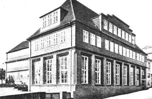 Nowy Turzyn, nowe możliwościW latach 1813 – 1817 rozszerzono dzielnicę o nowe osiedle, Nowy Turzyn. Utworzono je na gruntach fundacji Mariackiej. Zrobiono