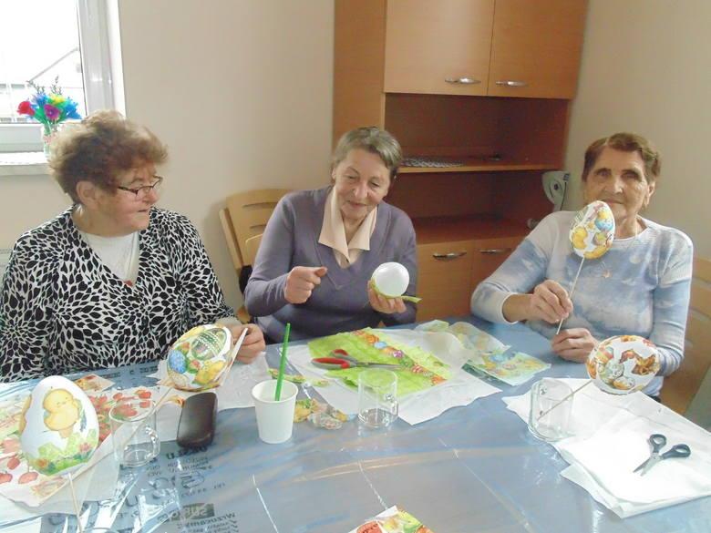 W domu seniora wdowy czują, że w końcu żyją naprawdę. Uczą się, przyjaźnią i jeżdżą na wycieczki