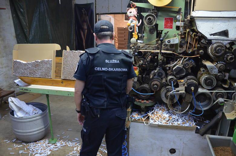 Ponad 420 tys. sztuk nielegalnych papierosów i niemal 1,5 tony krajanki tytoniowej przejęli funkcjonariusze Urzędu Celno-Skarbowego z województwa kujawsko-pomorskiego