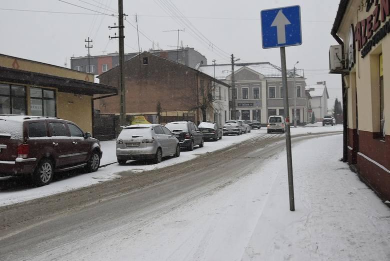 Zima tuż tuż, a wciąż jest w miarę ciepło i przyjemnie. Może to ostatnie ocieplenie to przysłowiowy łabędzi śpiew przed ostrą zimą? Ubiegłej zimy sypnęło obficie śniegiem dopiero 8 stycznia. Jak będzie teraz? Czas pokaże. Na razie cieszmy się przyjemną aurą.