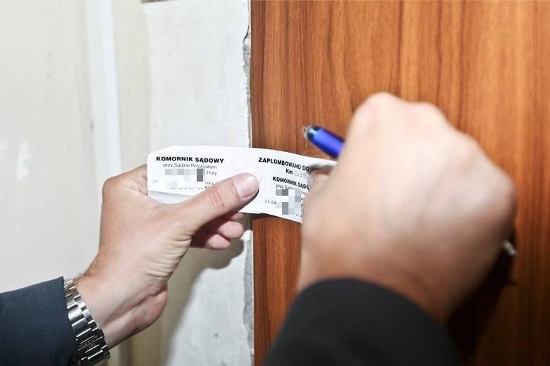 Najbogatsi komornicy sądowi w Toruniu mają prawie milionowe oszczędności, po kilka nieruchomości i po kilka drogich aut. Ich roczne dochody sięgają pół