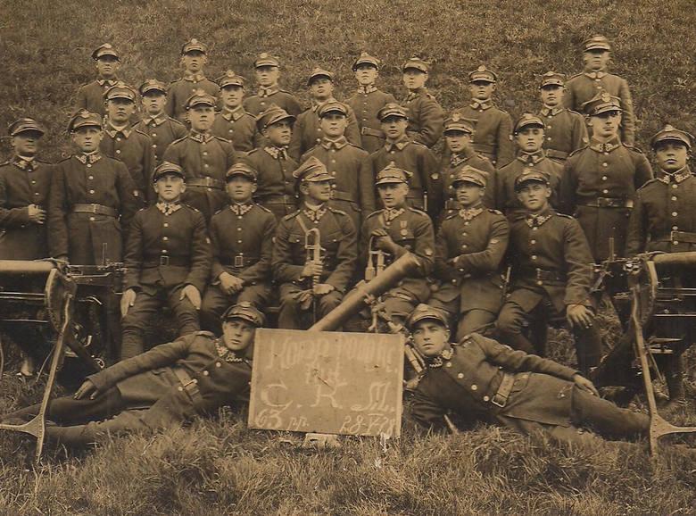 Kompania podoficerów C.K.M. 63. Toruńskiego Pułku Piechoty. Fotografia została wykonana w maju 1928 roku