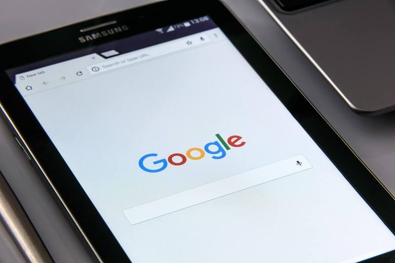 Część smartfonów z systemem Android może być narażonych na ataki cyberprzestępców - poinformowało Google. Chodzi o lukę w systemie, która sprawia że