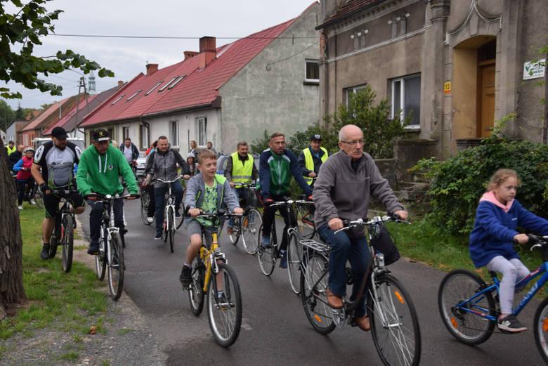 W sobotę, 7 września, aż 60 uczestników wyruszyło na rodzinny rajd rowerowy, którego trasa wiodła ścieżką rowerową Pętla A2