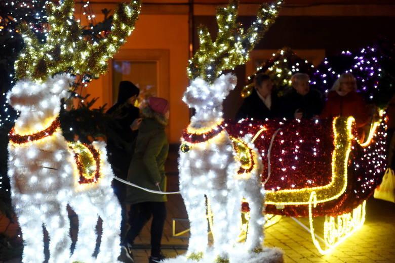 Do świąt Bożego Narodzenia pozostało już tylko kilka dni. Lubuskie miasta są już udekorowane i świątecznie przystrojone. Jest kolorowo, radośnie i wigilijnie.