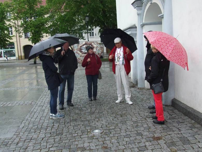 W ramach Dni Otwartych Funduszy Europejskich odbył się niedzielny spacerek po mieście zatytułowany ''Chełmno średniowieczne''. Grupę oprowadził  Władysław