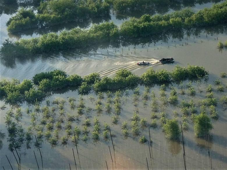 Świeczka na wale. 10 lat od pamiętnej powodzi w woj. lubelskim