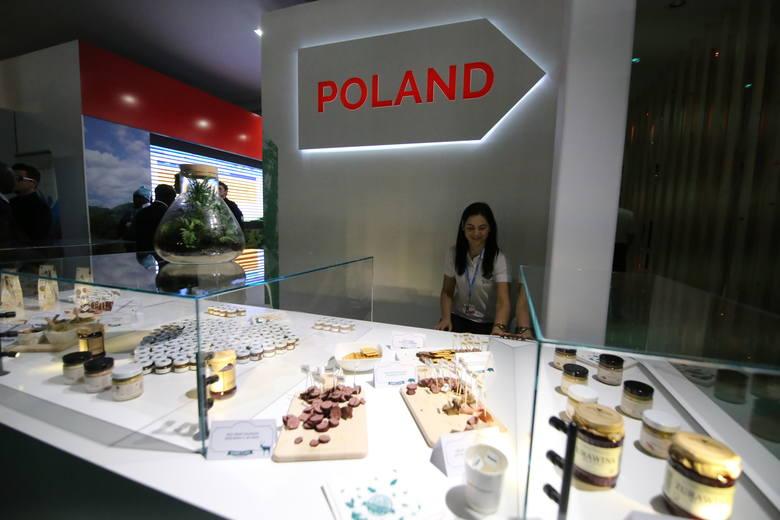 Część pawilonu polskiego. Tu prezentowane są tradycyjne polskie produkty - można skosztować np. wędlin