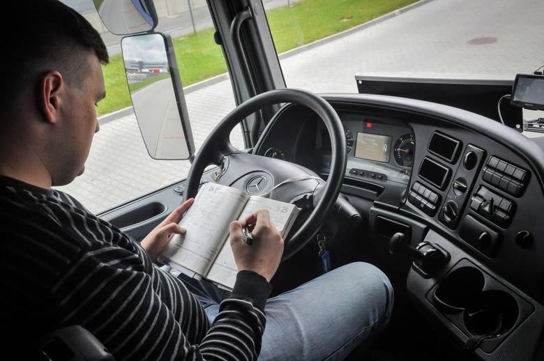 Afera o buty w sądzie: kierowca kontra ZUS w Toruniu. Odmówili mu odszkodowania za wypadek przy pracy, bo był... w adidasachSąd pracy w Toruniu stanął