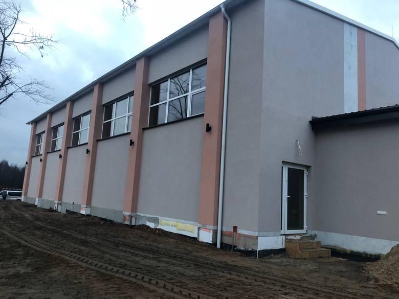 Ostatnie prace na budowie sali gimnastycznej w Kapałowie. W sobotę 15 grudnia - wielkie otwarcie (ZDJĘCIA)