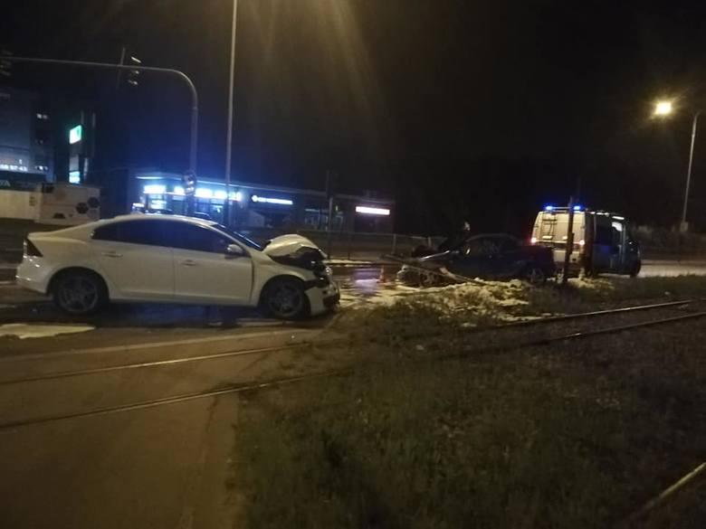 Wypadek na ul. Zgierskiej. Policja szuka świadków zderzenia volvo i opla ZDJĘCIA