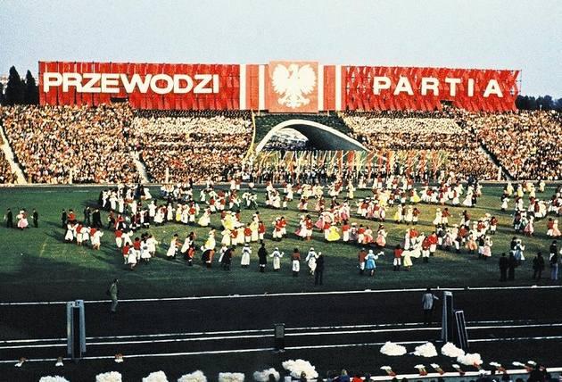 W 1954 r. w Poznaniu otwarto stadion im. 22 lipca, dziś noszący imię Edmunda Szyca.
