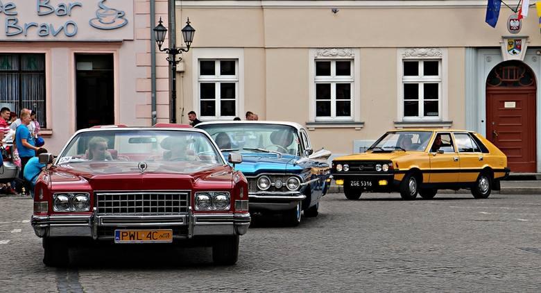 Zlot zabytkowych aut i turniej łuczniczy w Sulechowie
