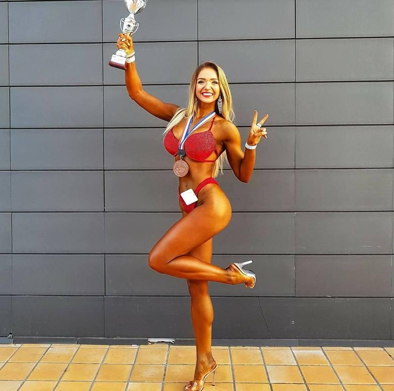 ŻANETA SZLĘZAKCzołowa polska zawodniczka fitness. Pochodzi z powiatu koneckiego. Największe sukcesy odniosła w barwach Black&White Ostrowiec