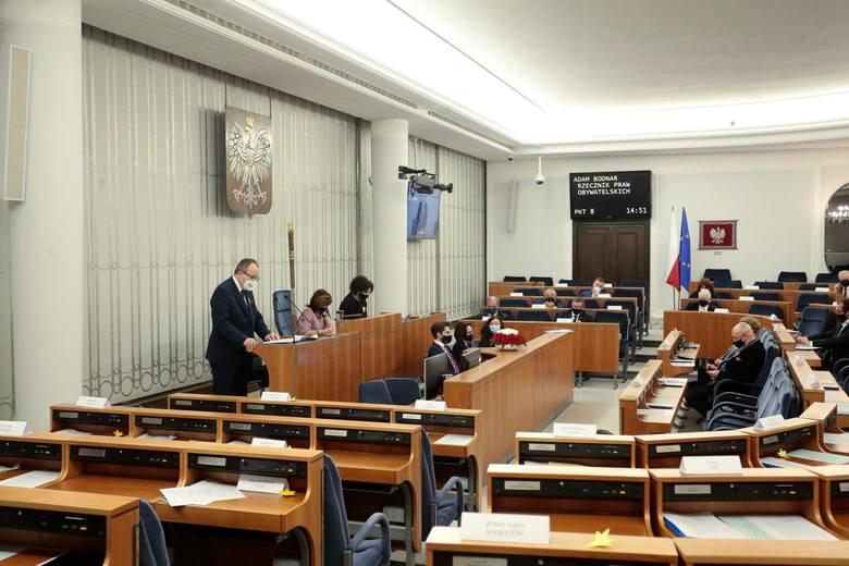TK ogłosił w czwartek, że przepis ustawy o RPO, który pozwolił Adamowi Bodnarowi pozostać na stanowisku do czasu wyboru nowego RPO, jest niezgodny z