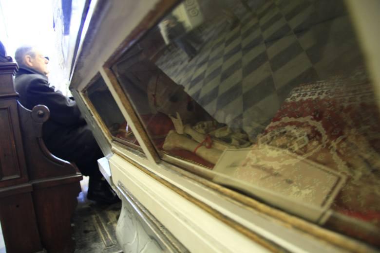 Największe relikwie św. Walentego znajdują się w kościele w Lublinie. Ruszyła zbiórka na odnowienie ołtarza, w którym są umieszczone