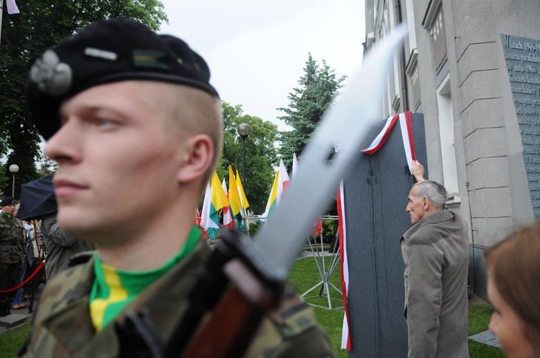 W rocznicę Wydarzeń Zielonogórskich odsłonięto pomnik przed Domem Katolickim, dziś Filharmonią Zielonogórską