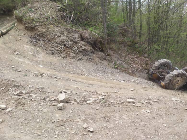 Krzczonów. Podczas prac leśnych doszło do wypadku. Ranny traktorzysta