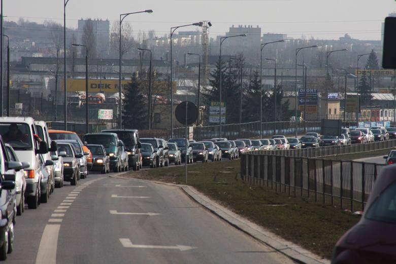 W niedzielę, w ostatnim dniu targów, na ulicach Kielc panował paraliż komunikacyjny.