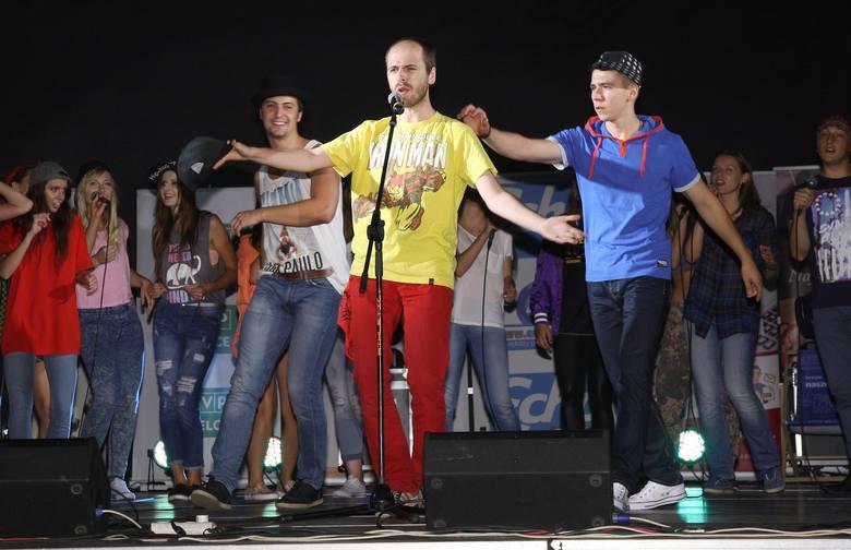 """Finaliści przygotowali dla publiczności radosny, energetyczny pokaz - wspólnie zaśpiewali popularny utwór """"Happy"""" Pharrella Willia"""