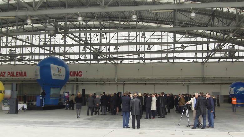 19 lipca 2012 - LineTech Aircraft Maintenance otwiera w Pyrzowicach  bazę techniczną (hangar, płyta postojowa i droga kołowania) obsługi statków powietrznych. Od tego czasu serwisowano tu m.in. samolot papieski.