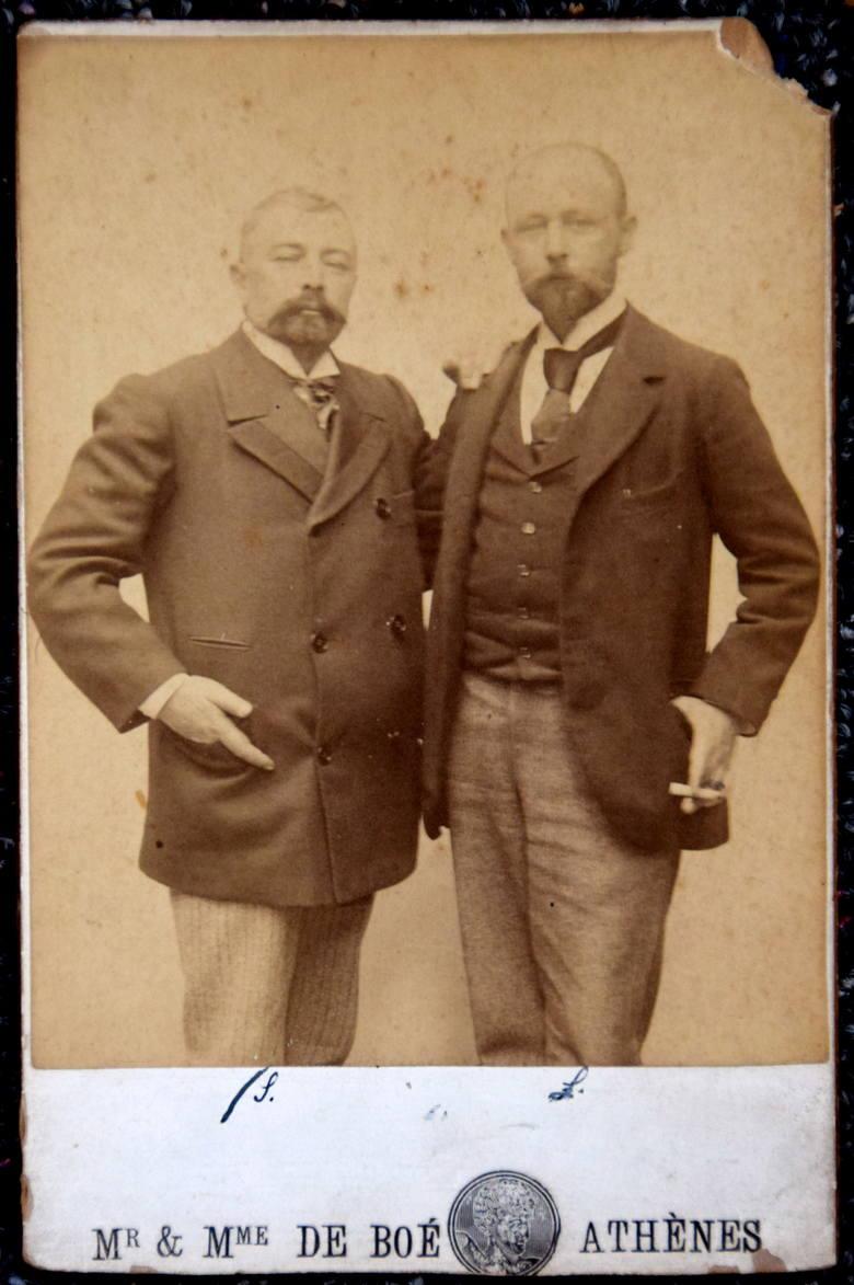 Po prawej inżynier Rafał Łopaciński. Absolwent politechniki w Zurychu. Specjalista z zakresu budowy kolei, ale zdarzało mu się też budować latarnie morskie w Grecji.