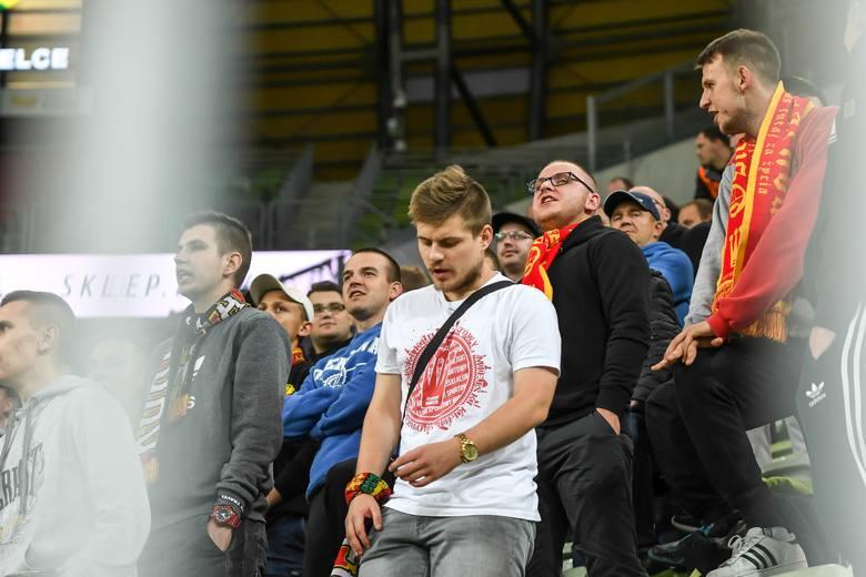 Kibice Korony Kielce dopingowali swój zespół na meczu wyjazdowym z Lechią Gdańsk w dziewiątej kolejce PKO Ekstraklasy. Żółto-czerwoni przegrali to spotkanie