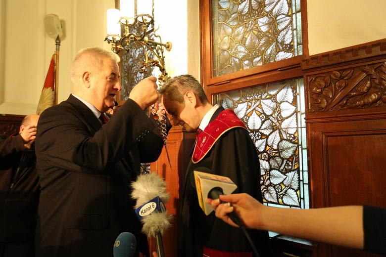 Robert Biedroń zaprzysiężony na prezydenta SłupskaRobert Biedroń zaprzysiężony na prezydenta Słupska