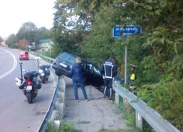 Do groźnie wyglądającego wypadku doszło w poniedziałek rano w Raczkach (pow. suwalski).