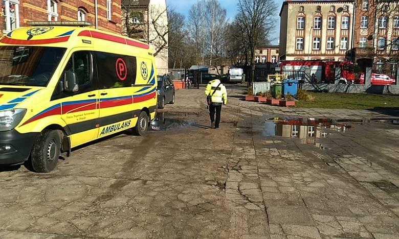 Akcja straży pożarnej w SP nr 1 w Słupsku (wideo, zdjęcia)