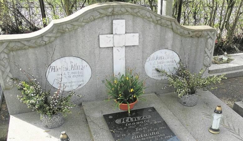 Jeden z najstarszych nagrobków na cmentarzu - rodziny Hinze, powstał w pracowni Jakuba Joba.