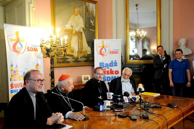 Skromne ołtarze dla papieża Franciszka [ZDJĘCIA, WIDEO]