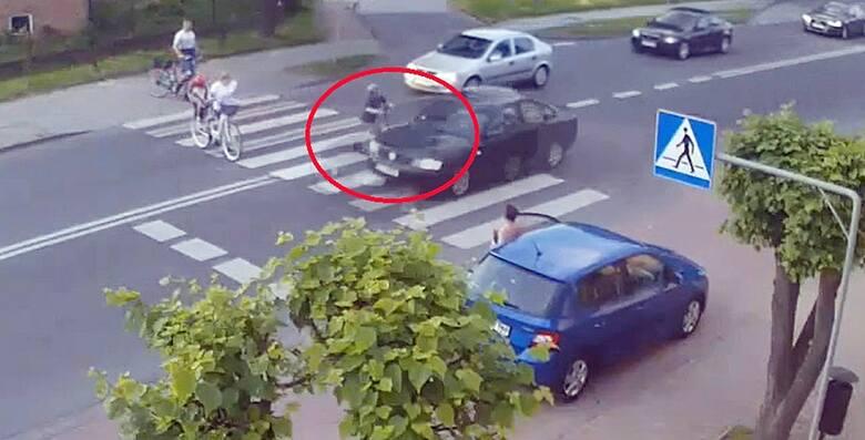 Rozpędzony kierowca w Rędzinach omal nie rozjechał dziecka na hulajnodze. Nagranie szokuje. Policja zatrzymała sprawcę